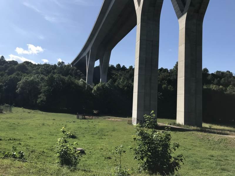 Selbst Autobahnbrücken entwickeln Landschaftsästhetik.