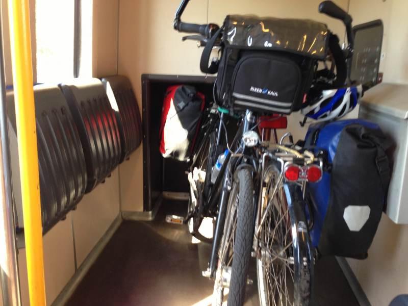 Die Fahrradecke im niederländischen Regionalzug
