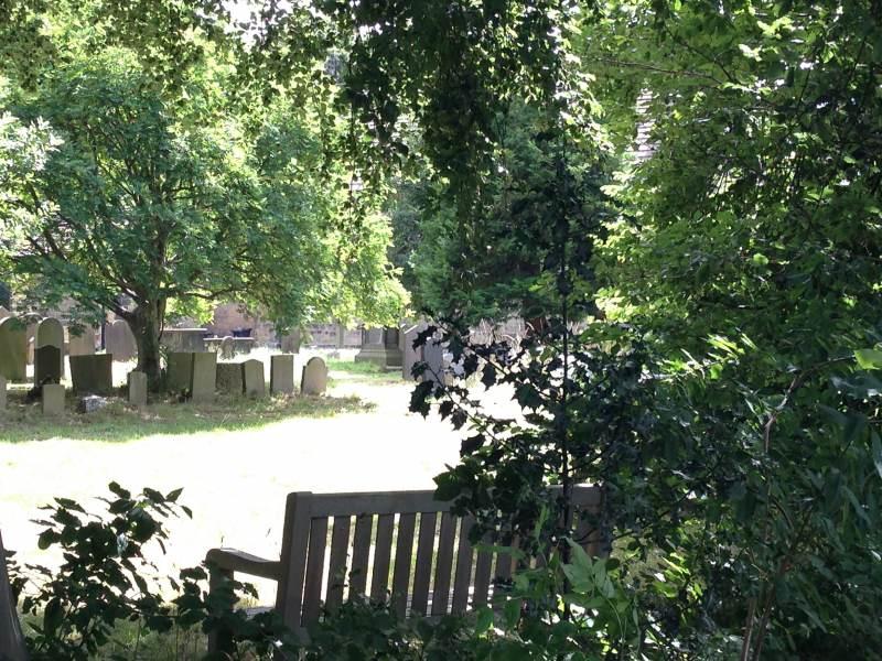 Ein alter Friedhof am Wegesrand