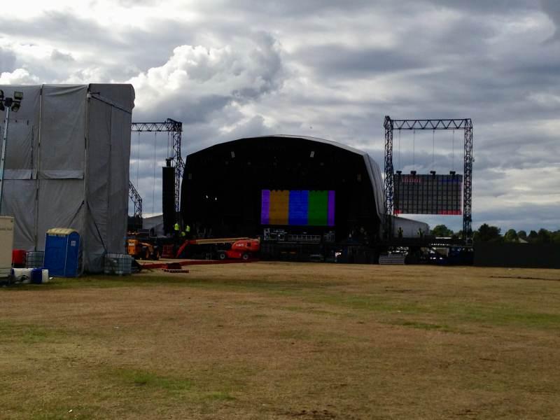 Der Festivalplatz wird schon vorbereitet.