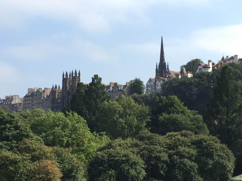 Blick über die Princes Street Gardens hinweg