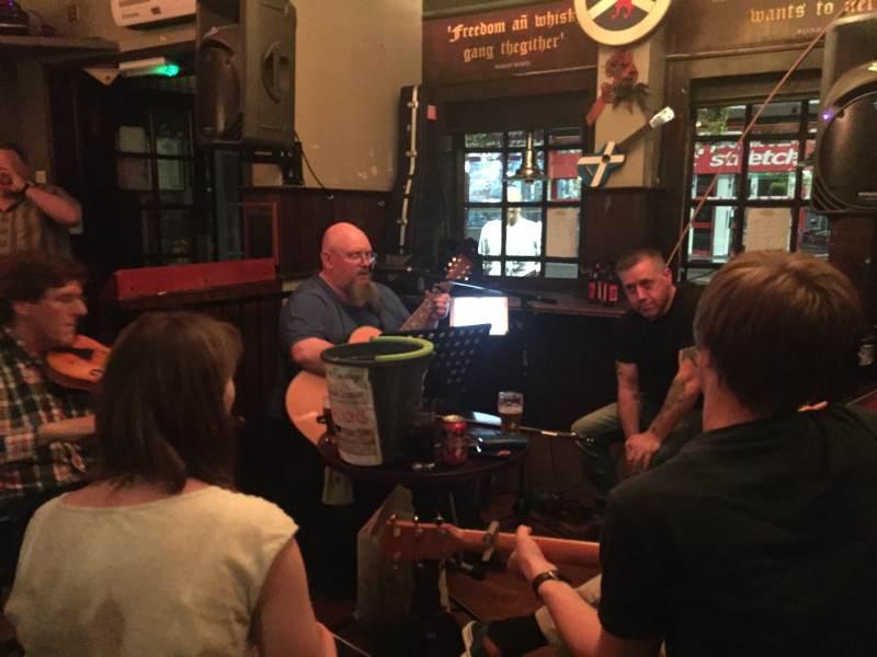 Ausklang mit Livemusik in der Gellions Bar