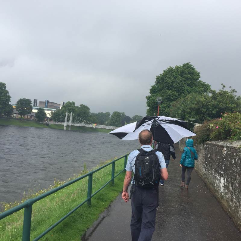 Der Regenschirm bringt auch nicht wirklich viel.