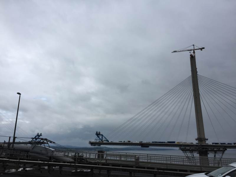Kurz vor dem Brückenschlag