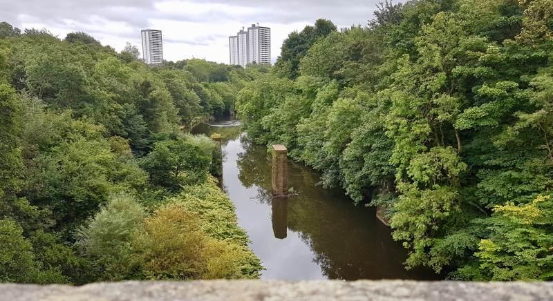 Wir lassen Glasgow im Norden liegen.