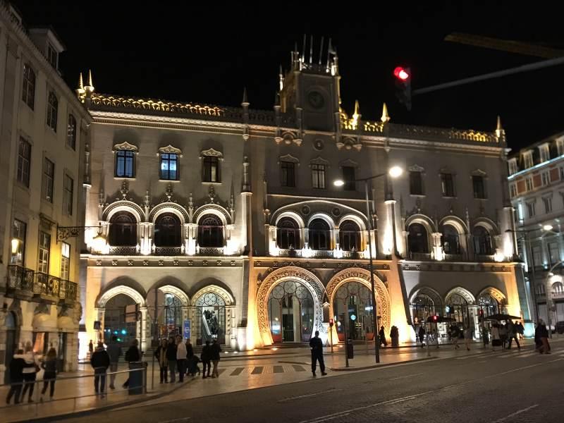 Der Bahnhof Rossio bei Nacht