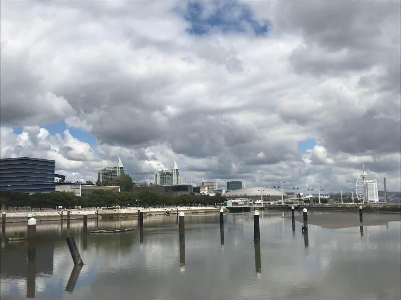 Blick auf das ehemalige Expo-Gelände - futuristisch, aber gelungen
