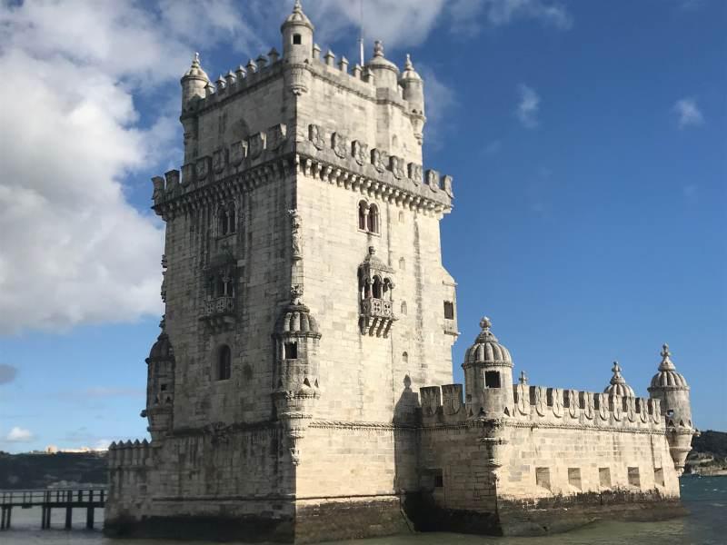 Torre de Belém aus dem 16. Jahrhundert, eines der Wahrzeichen von Lissabon