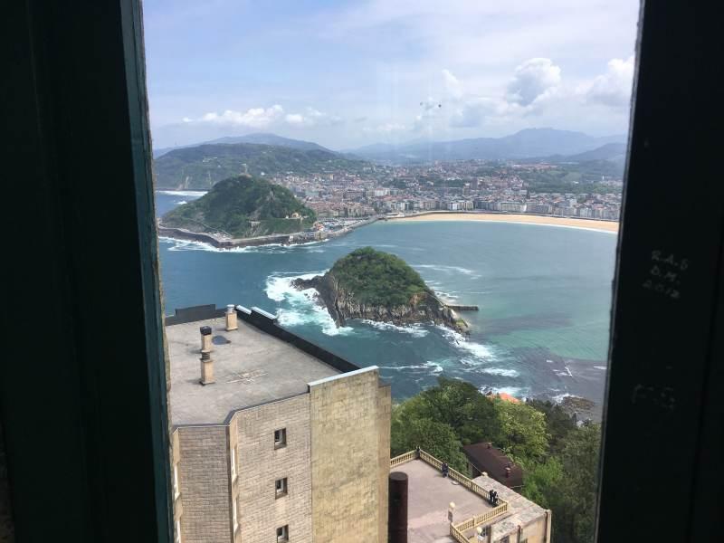Blick über das Hotel rüber zum Monte Urgull