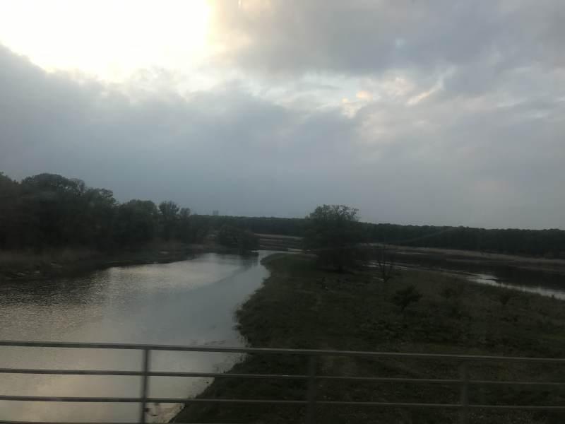 Bei Dämmerung über die Oder
