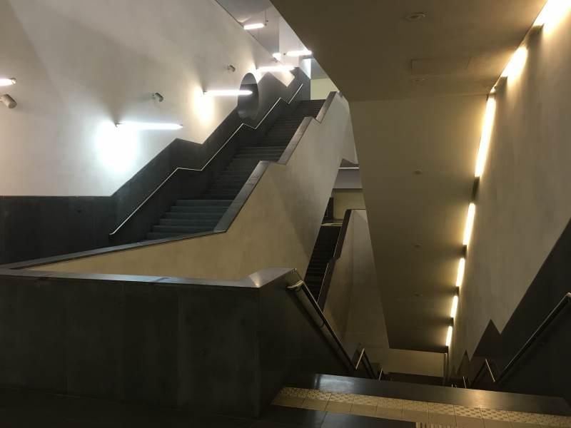Rauf zum Hotel – mal eben fix in die U-Bahn springen ist hier schwierig