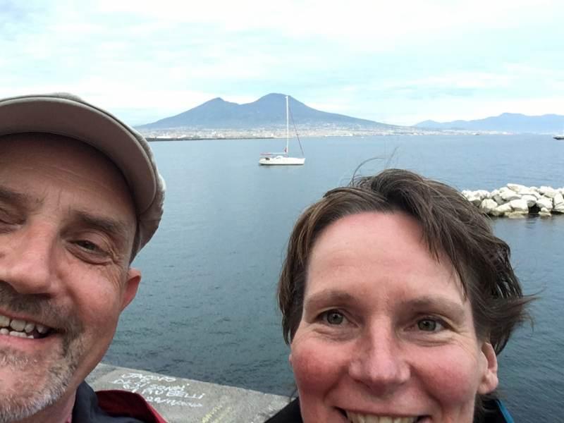 zum ersten Selfie vor dem Vesuv.