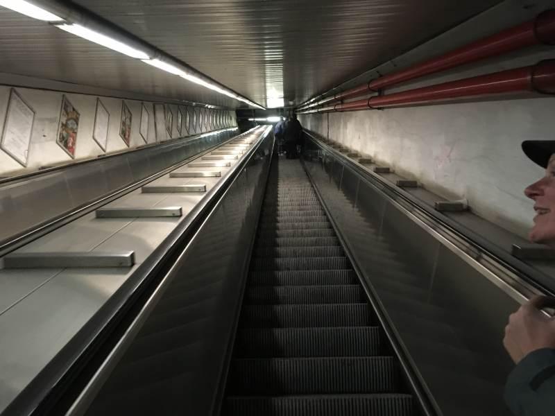 Zurück mit der U-Bahn – auch hier ganz schön tief