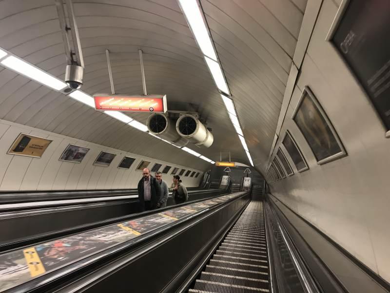 Die U-Bahn liegt seeehr tief.