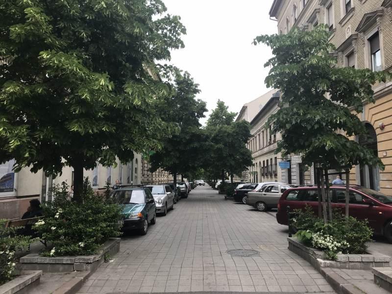 Wohnstraße mitten in Budapest