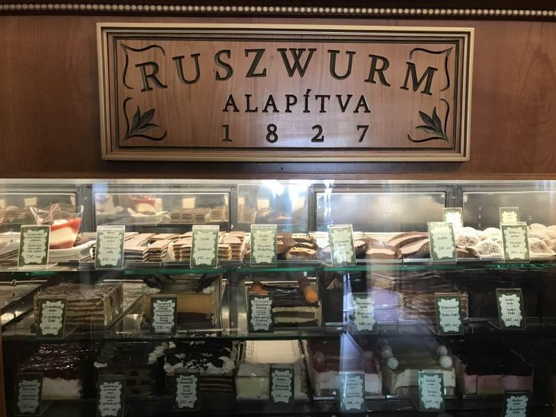 Erstmal Kaffee und Kuchen im Paradies für jeden Kuchenfan!