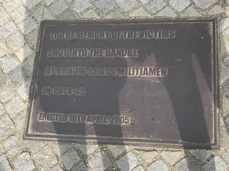 die von nationalsozialistischen Pfeilkreuzlern in die Donau getrieben wurden.