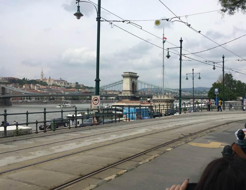 Blick entlang der Donaupromenade