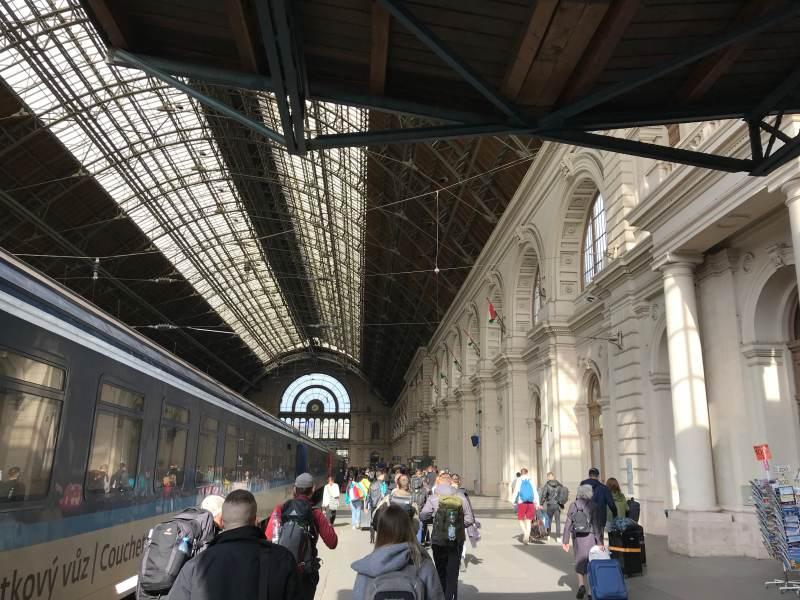 Ankunft am Bahnhof Budapest Keleti
