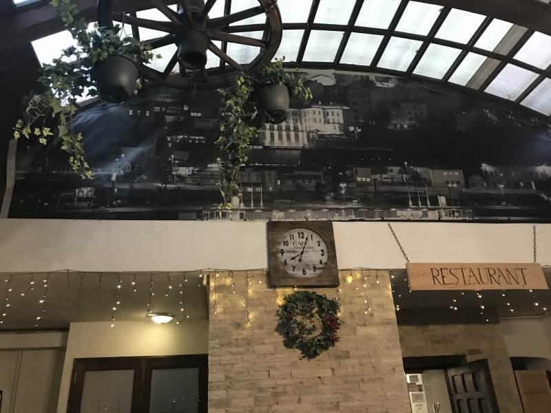 Abendbrot in der Taverna Sarbului
