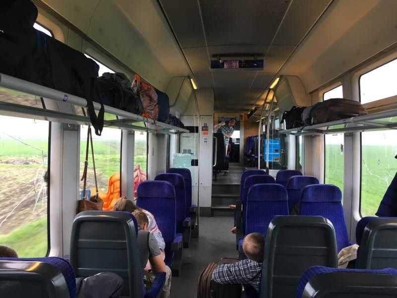 Moderner Regionalzug von Bukarest nach Russe in Bulgarien