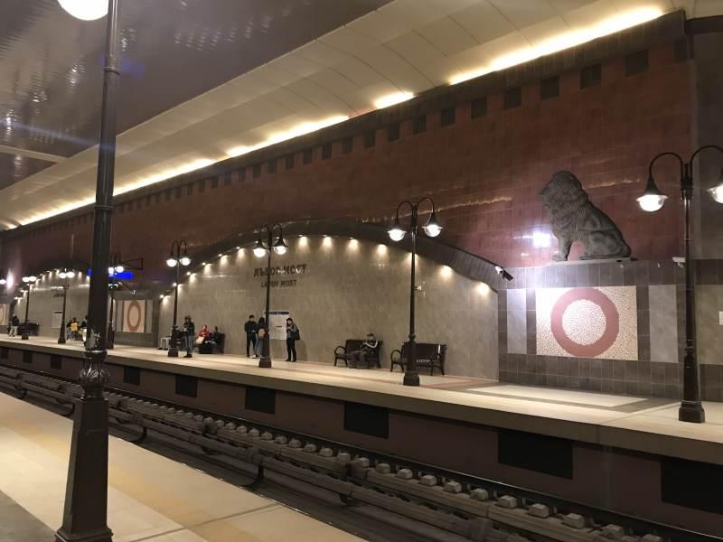 Die U-Bahnhöfe sind höchst modern.