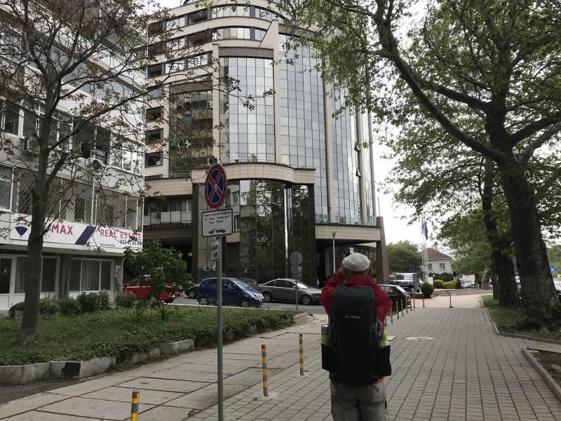 Das Hotel – leider durch eine große Straße mit Unterführung vom Meer getrennt