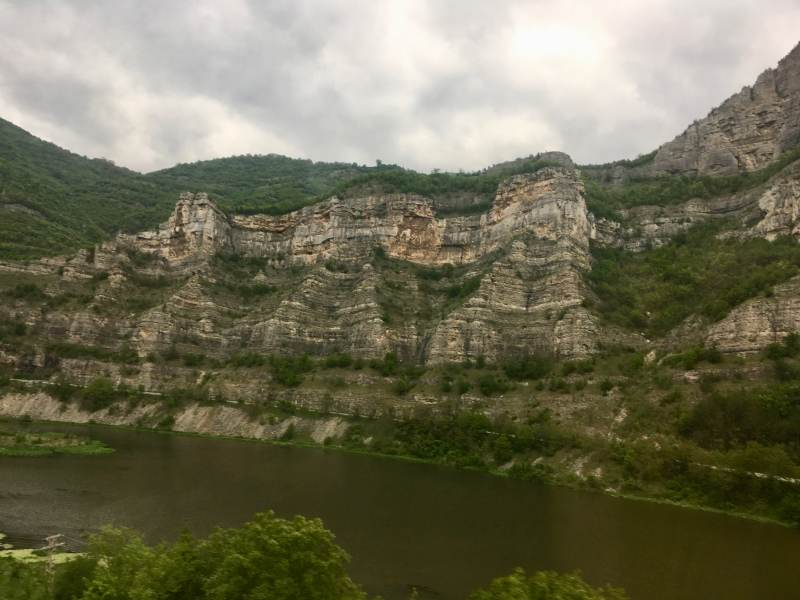 Dann plötzlich eindrucksvolle Gesteinsformationen hoch nach Sofia