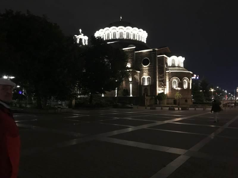 Nächtlicher Blick auf die Basilika Sveta Nedelya ...