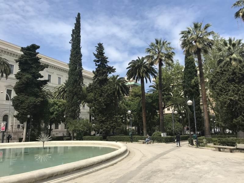 Schöne Anlage vor der Aldo-Mori-Universität